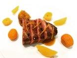 Magret con Chutney de Mango y Salsa de Naranja